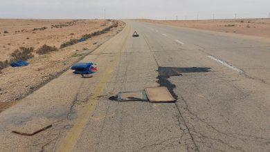Photo of شباب القريات يصلحون الطريق المؤدي إلى قريتهم