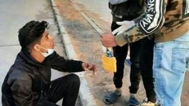 Photo of شباب من مزدة يقومون بعمل تطوعي من أجل نظافة المدينة