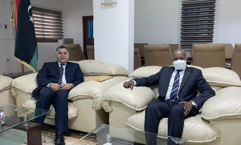 Photo of وزير العمل يبحث مع وكيل وزارة الداخلية تنظيم العمالة الأجنبية في سوق العمل الليبي