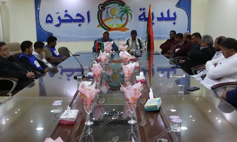 Photo of المجلس البلدي إجخرة يناقش احتياجات نادي الصحاري