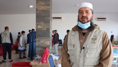 Photo of أهالي زوارة يقيمون مائدة الرحمن للمارة بالمدينة